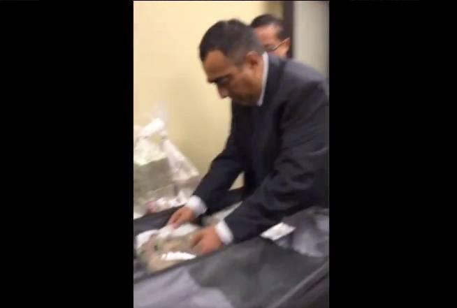 VIDEO: Captan supuesto soborno a exsecretario técnico del Senado implicado en caso Lozoya