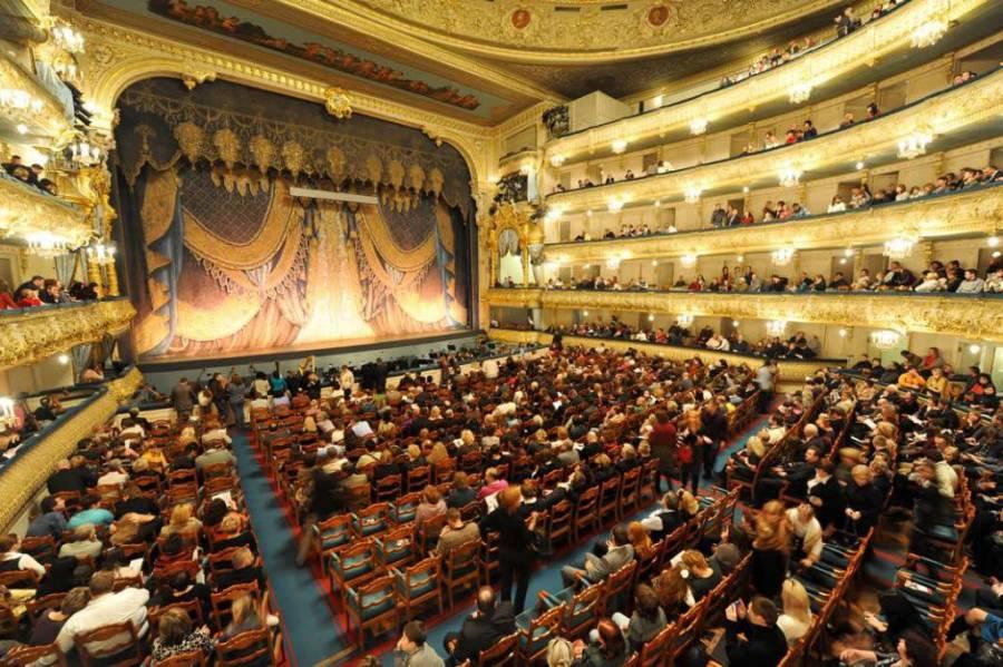 Alrededor de 30 artistas del Teatro Mariinski dan positivo a Covid-19