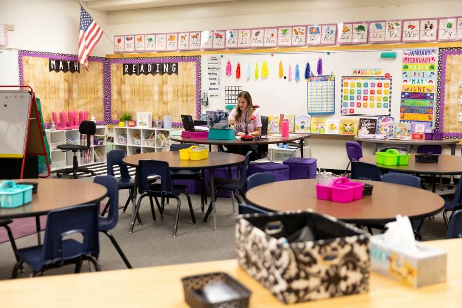 COVID-19 obliga a escuelas de EU a cerrar después de apertura