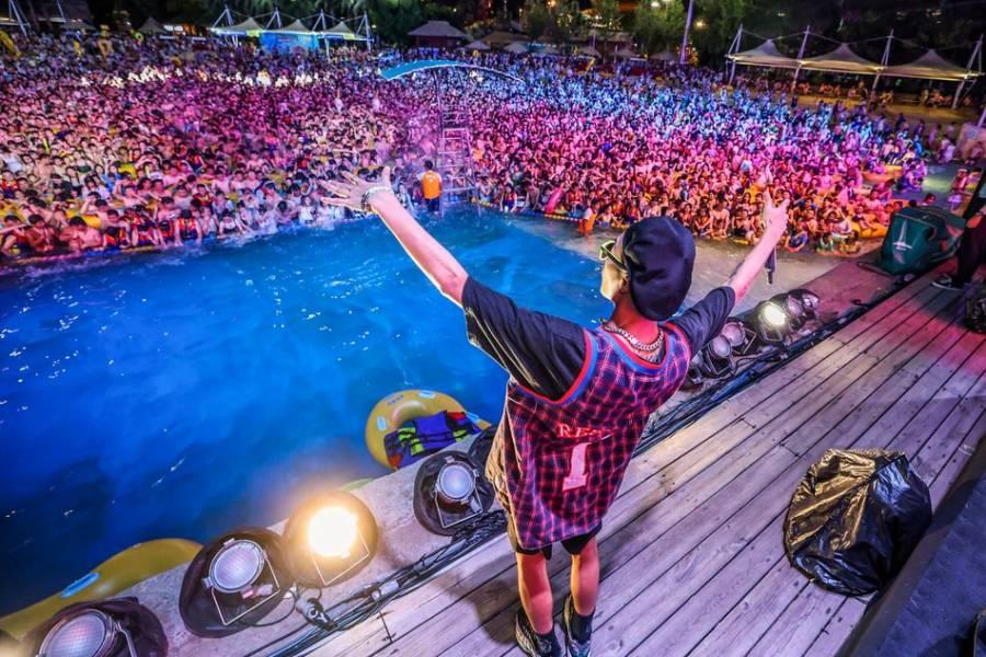 Wuhan, epicentro de la pandemia, causa indignación por festival acuático