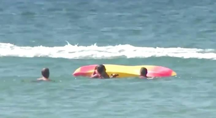 Presidente de Portugal rescata a turistas en el mar