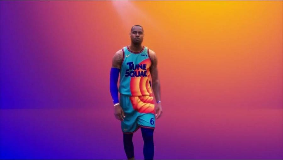 LeBron James revela el uniforme del