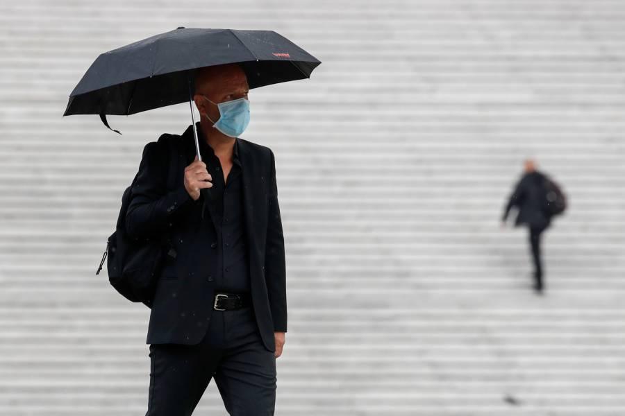 Francia hará obligatorias las mascarillas en lugares de trabajo en septiembre
