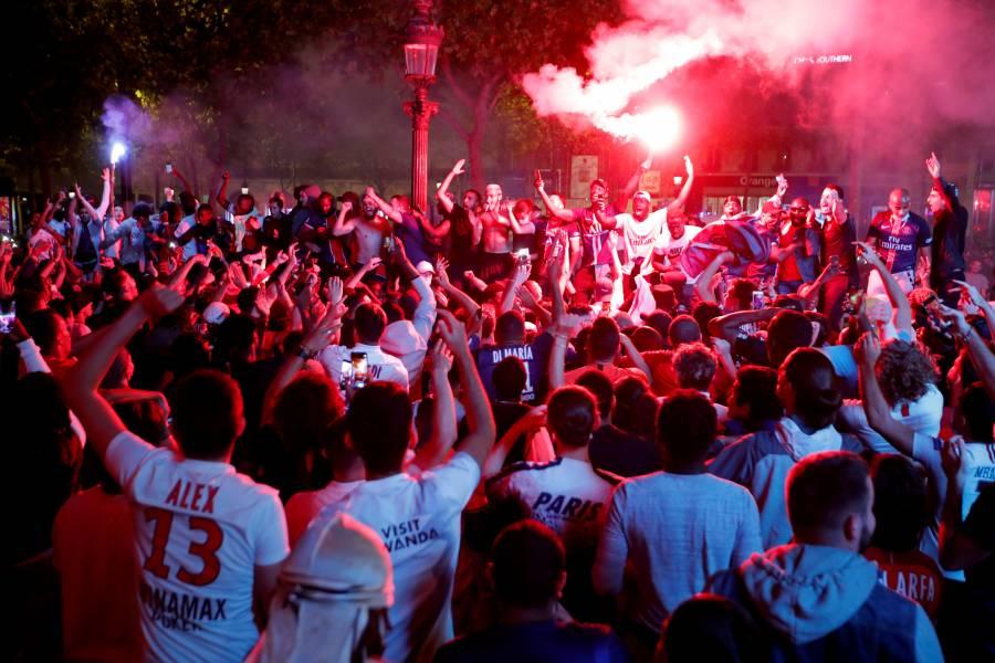 París festeja clasificación del PSG a la final de la Champions