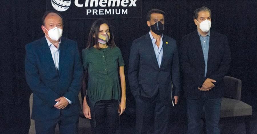 Celebra Sergio Mayer reapertura de cines por Covid-19
