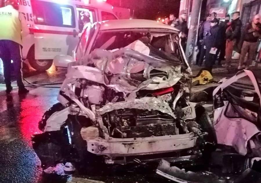 Fuerte choque en Eje Central deja al menos dos muertos [Video]