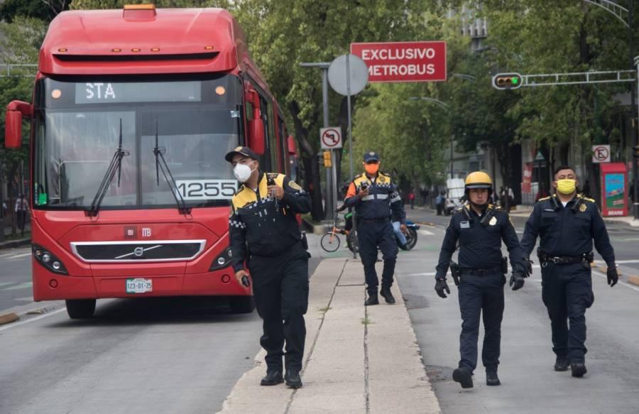 Policías y bomberos protestan por falta de pago