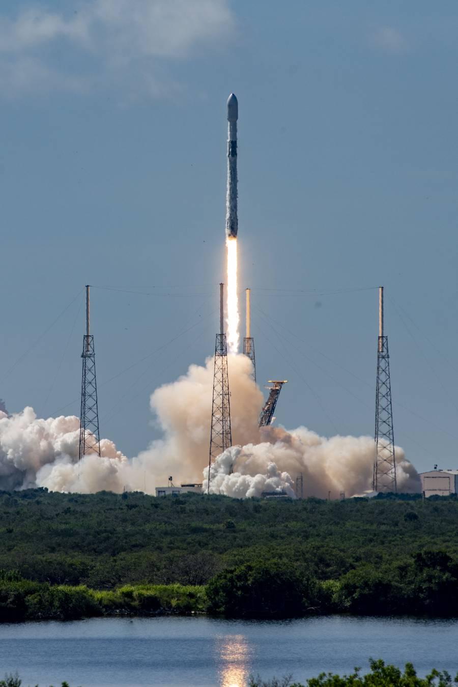 Lanza SpaceX 58 satélites para internet de alta velocidad