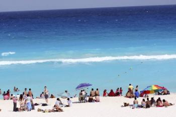 Autoridades de Huatulco detienen a 30 turistas por no usar cubrebocas