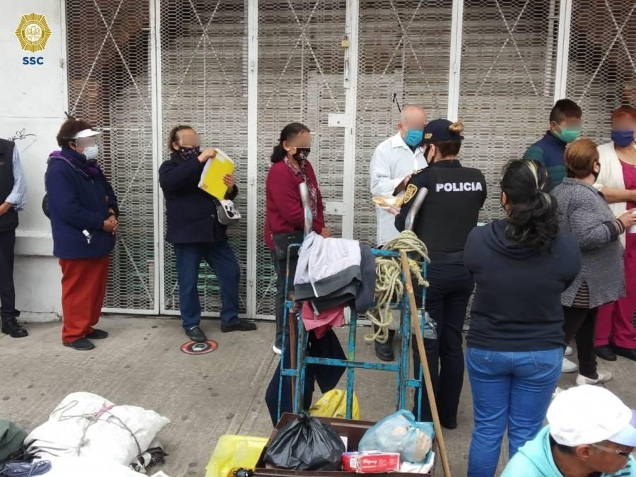 Personal de la SSC entregó despensas, chamarras y sillas de ruedas a vecinos de la colonia Morelos