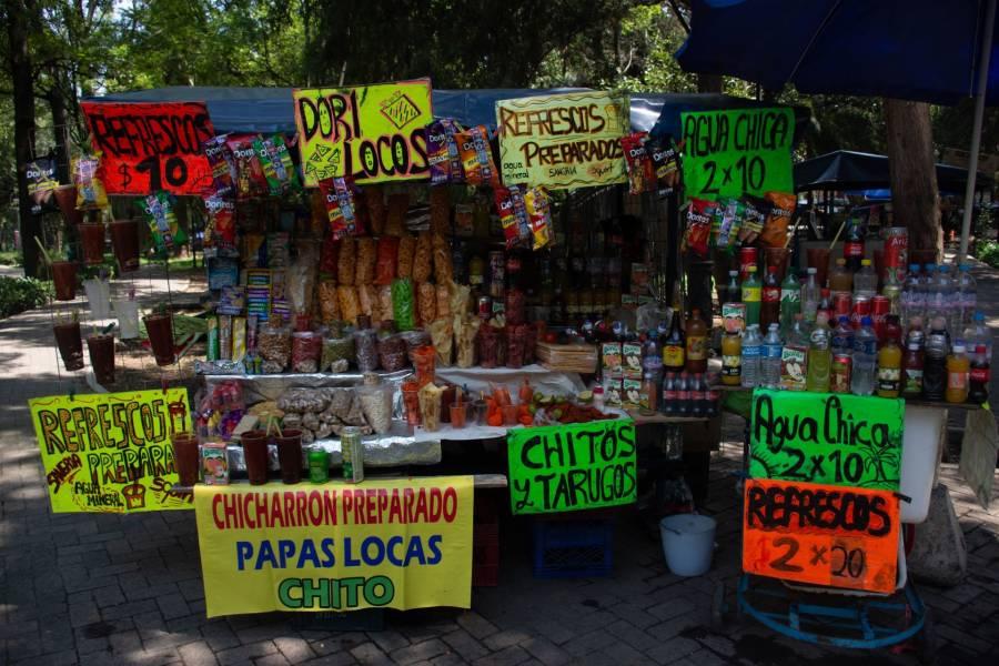 Buscan prohibir venta de productos chatarra en escuelas de la CDMX