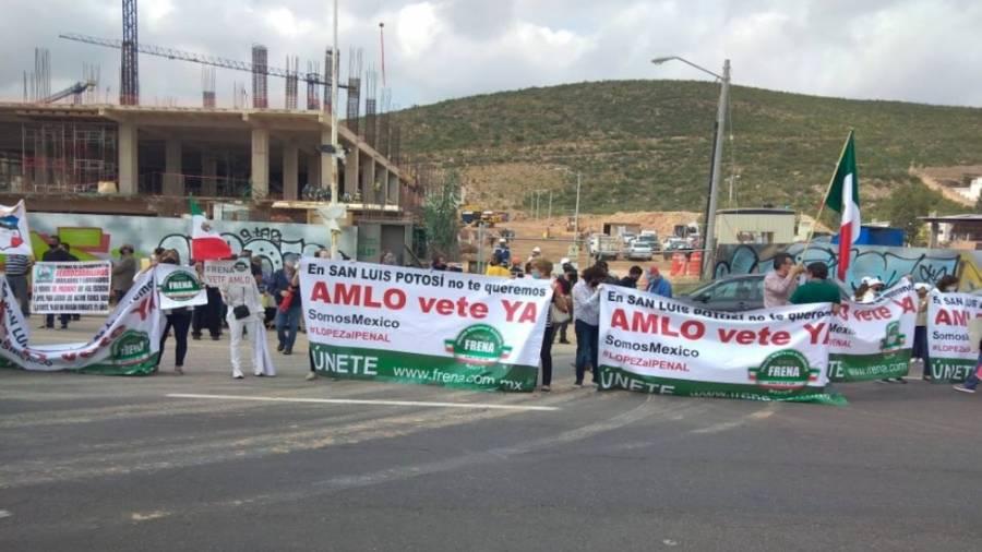 Manifestaciones en San Luis Potosí durante reunión de la Conago