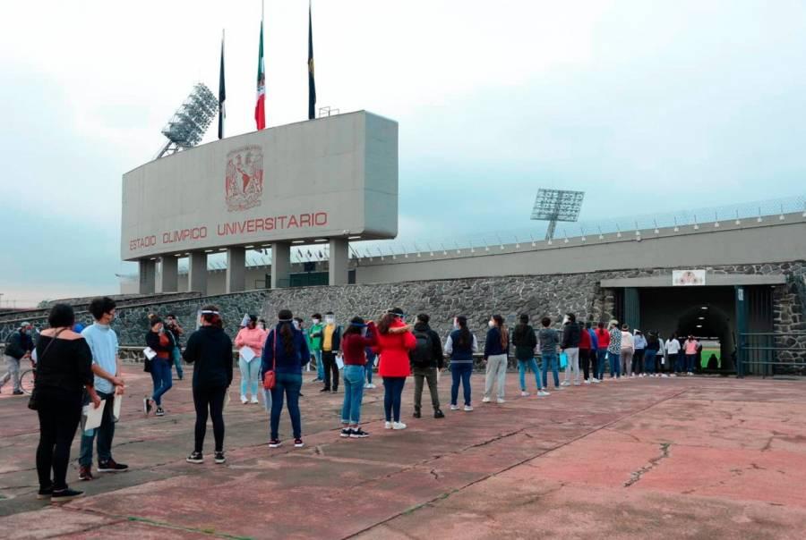 Aspirantes de la UNAM realizan examen en el Estadio Olímpico Universitario