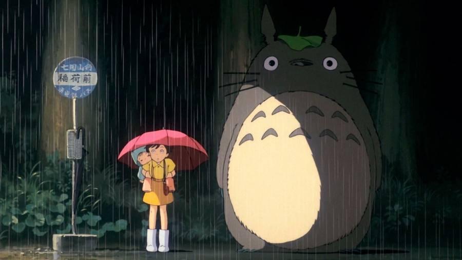 ¡Igual a la película! Abuelos crean escultura de Totoro en parada de autobús [Galería]
