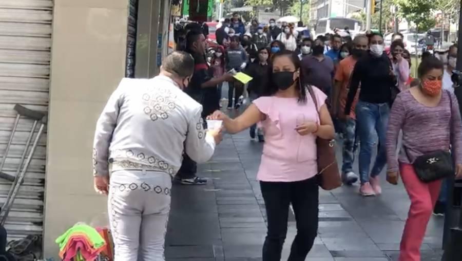 MARIACHIS EN LAS CALLES EN BUSCA DE SUSTENTO