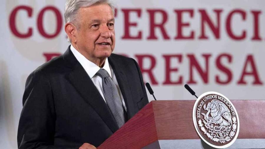 """""""CON UNA MANO DESMANTELAMOS LA CORRUPCIÓN CON LA OTRA, ENFRENTAMOS PANDEMIA"""": AMLO"""