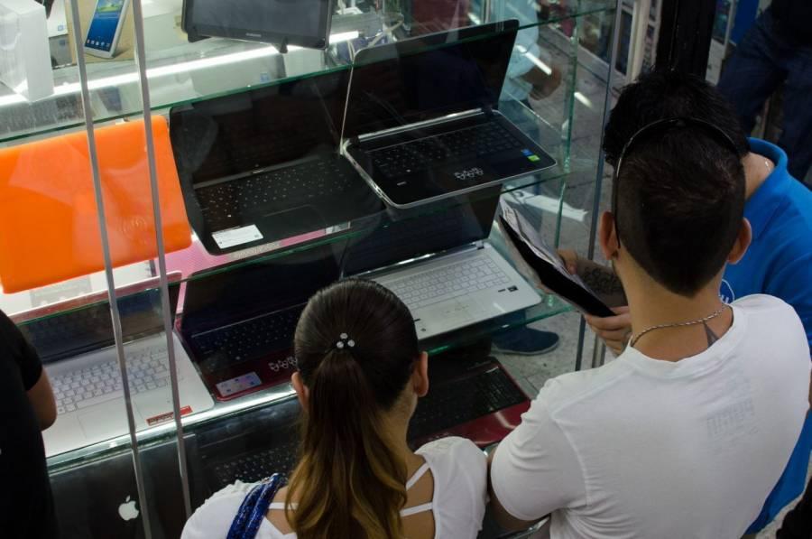 Disminuyen ventas de útiles escolares, aumentan las de dispositivos electrónicos