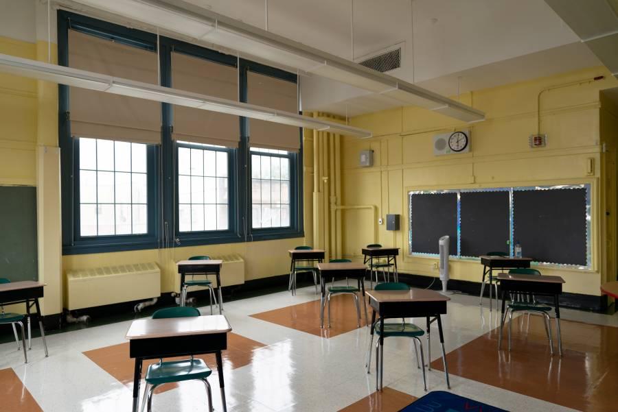Nueva York planea reanudar clases presenciales al aire libre