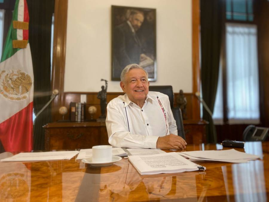 """Enfrentamos dos pandemias"": AMLO"