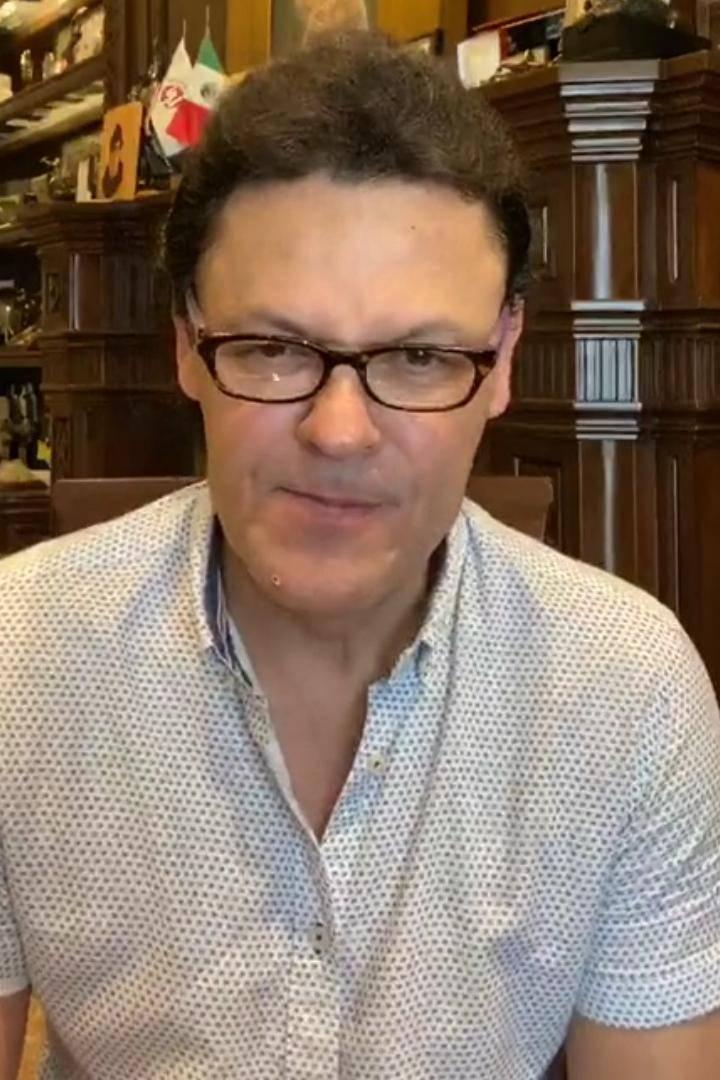 Pedro Fernández no se hizo 'arreglitos' en el rostro
