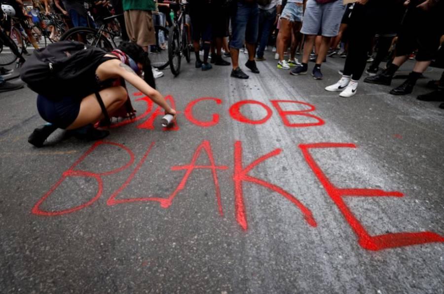 Afroamericano Jacob Blake, parcialmente paralizado tras recibir disparos de policía