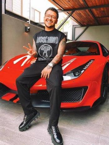 Afirman que el Ferrari que choco en Jalisco es de Christian Nodal