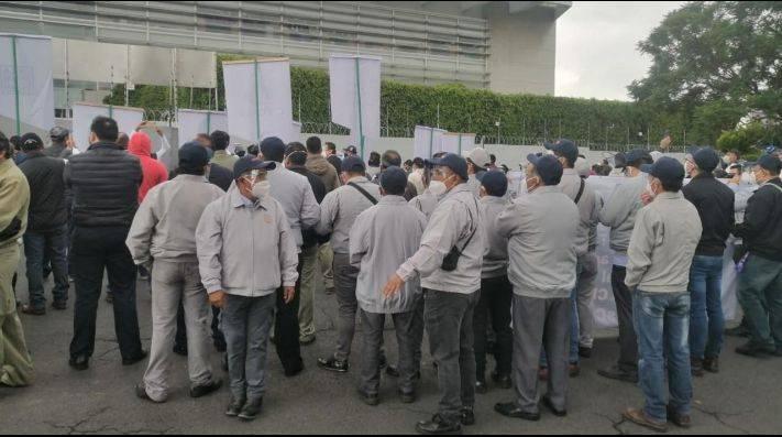 Cooperativistas de Cruz Azul bloquean la avenida Gran Sur