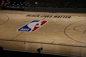 NBA pospone partidos de postemporada tras boicot de los Bucks en protesta por racismo