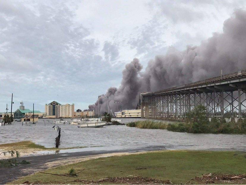 Incendio en planta química en Louisiana después del paso del huracán Laura