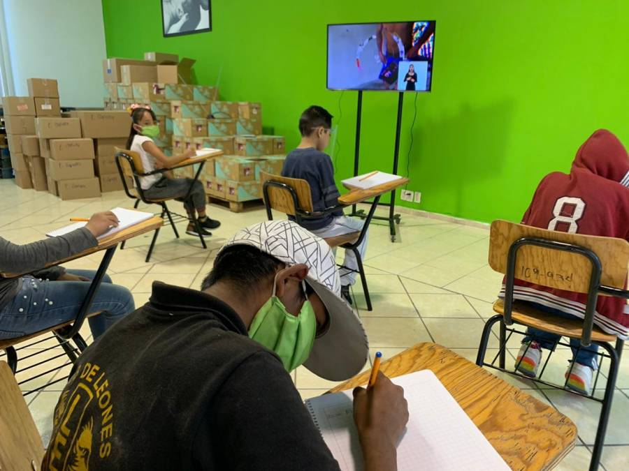 DIF de Soledad instala computadoras con internet gratuito para apoyar a comunidad de bajos recursos