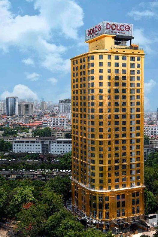 Conoce el hotel hecho de oro