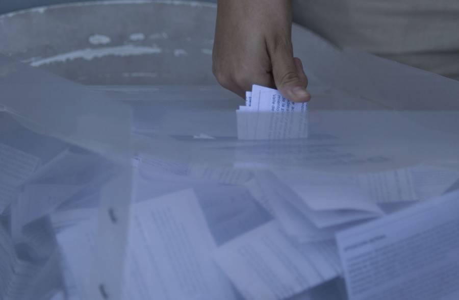 Unidad de las Izquierdas buscarán firmas para consulta sobre expresidentes