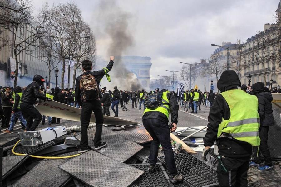 Protestas en Paris contra el uso del Cubrebocas