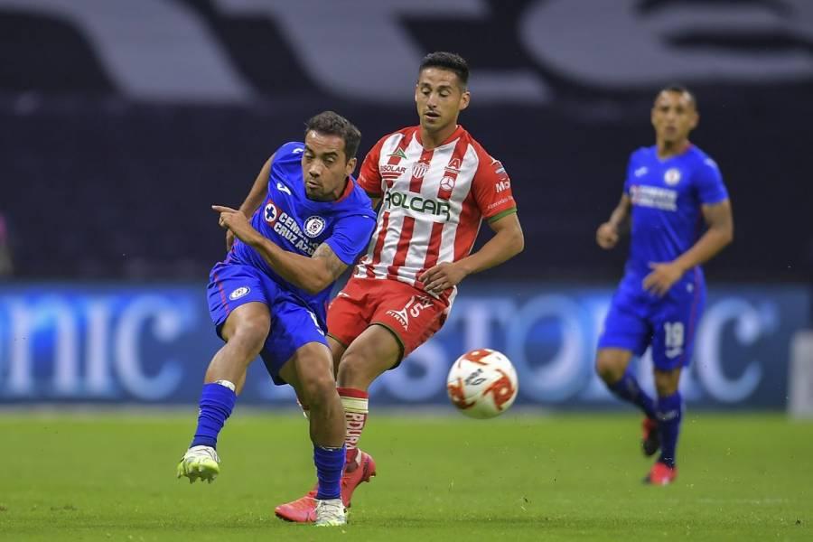 Cruz Azul consolida liderato en Liga MX con tercer triunfo al hilo