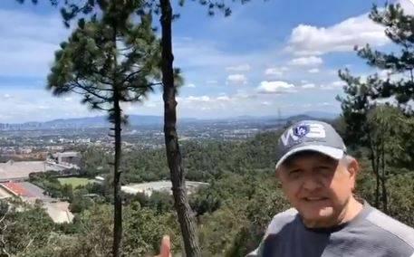 AMLO se ejercita en cerro de Tlalpan; presume calidad del aire