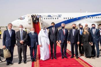 Primer vuelo comercial entre Israel y Emiratos Árabes aterriza en Abu Dabi