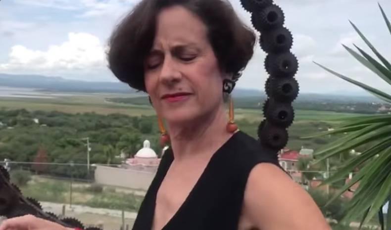 Denise Dresser cumple reto de Becatlon y baila reggaeton