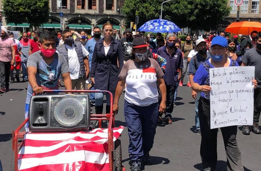 VENDEDORES DE ANTOJITOS Y COMIDA EN VÍA PÚBLICA PROTESTAN CONTRA OPERATIVOS