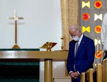 Biden visita Wisconsin; el sí es  recibido por padres de Blake