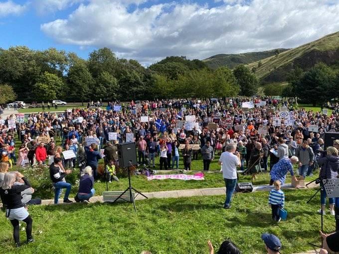 Manifestaciones en Escocia contra restricciones por el Covid-19