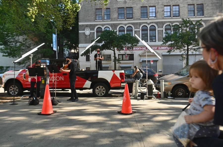 Filarmónica de Nueva York toca en las calles para sobrevivir ante Covid-19
