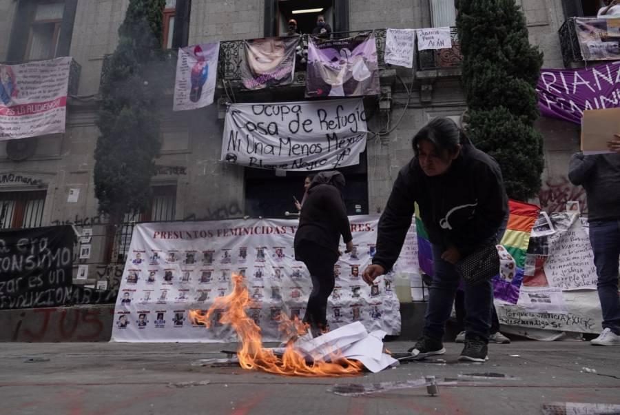 AMLO DESCALIFICA VANDALISMO EN CUADRO DE MANERO EN INSTALACIONES DE CNDH
