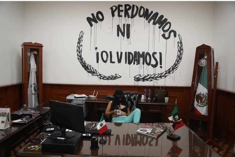 Protestas en CNDH derivan en vandalismo