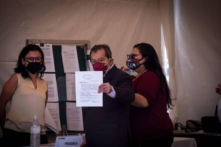 Muñoz Ledo y Gibrán Ramírez se registran como candidatos a presidencia de Morena