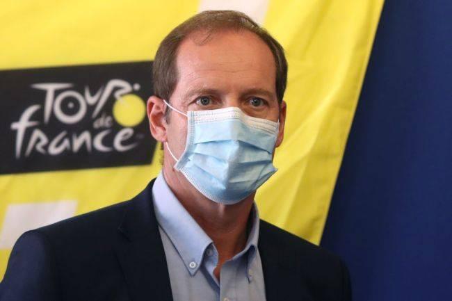 El director del Tour de Francia da positivo a Covid-19