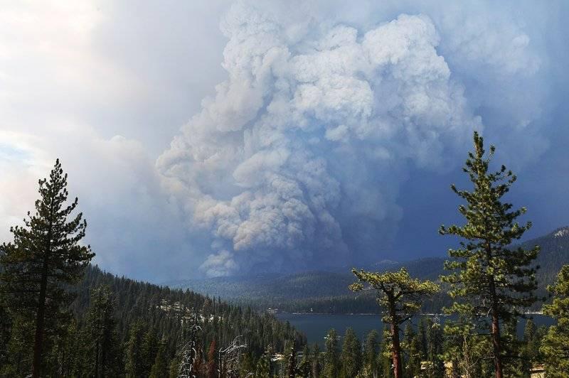 Incendio en California genera la mayor nube de humo vista en EE.UU.