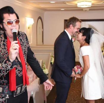 El actor David Harbour y la cantante Lily Allen se casan en Las Vegas
