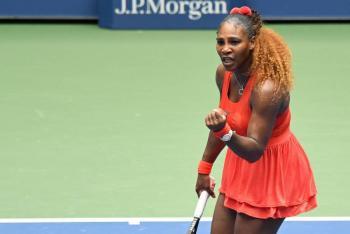 Serena Williams sufre pero avanza a semifinales del Abierto de EU