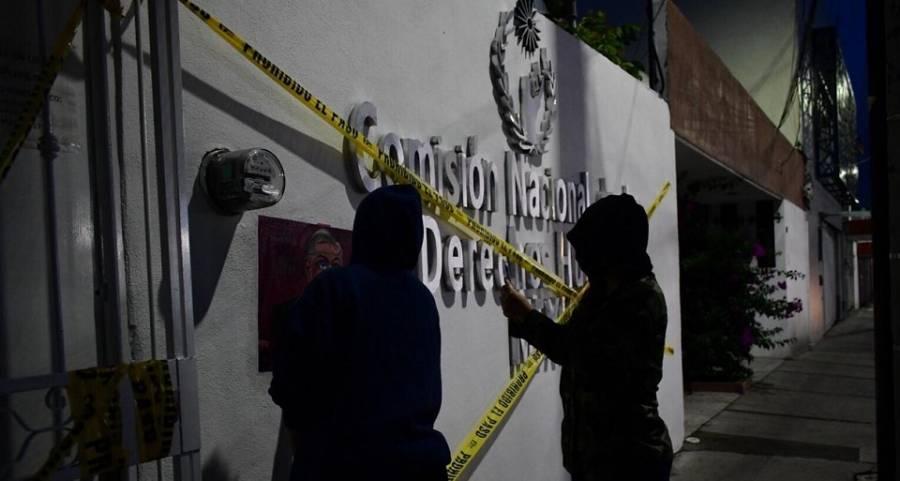 Mujeres toman las instalaciones de CNDH en Ecatepec y Morelia
