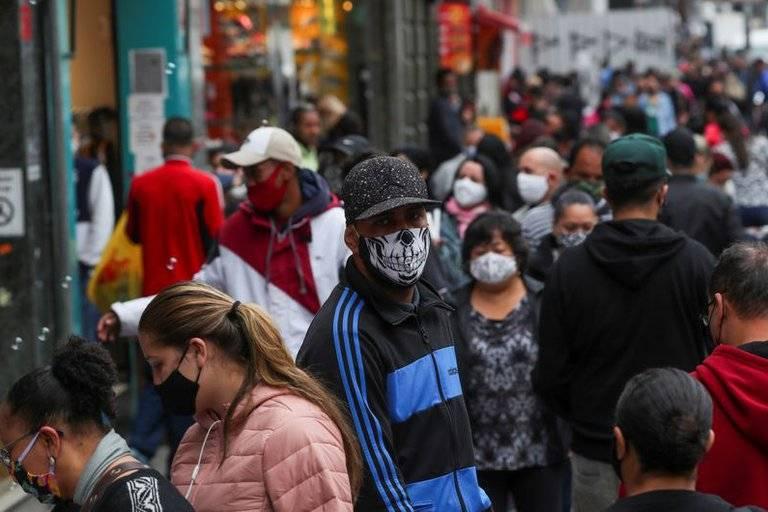 Superan los 4.3 millones de contagios y 131 mil muertes por Covid-19 en Brasil